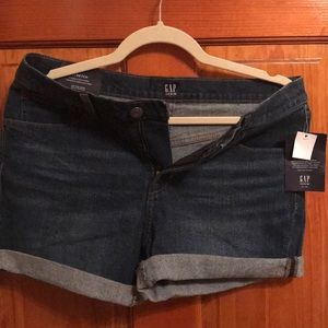 Gap denim shorts, size 28. New with tags